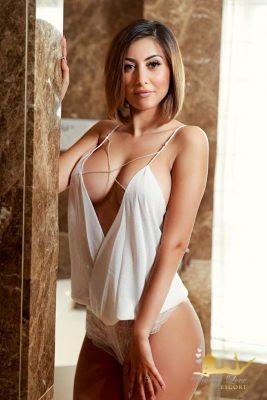 Katia brunette escort girl in Bayswater